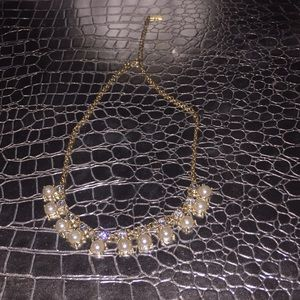 Beautiful baublebar pearl and gem necklace